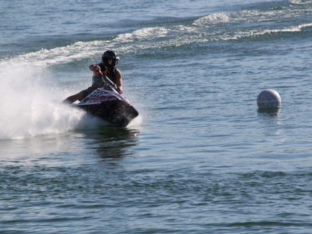 ola motos de agua 04